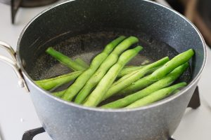 Green Beans and Corn with Sesame - Step1